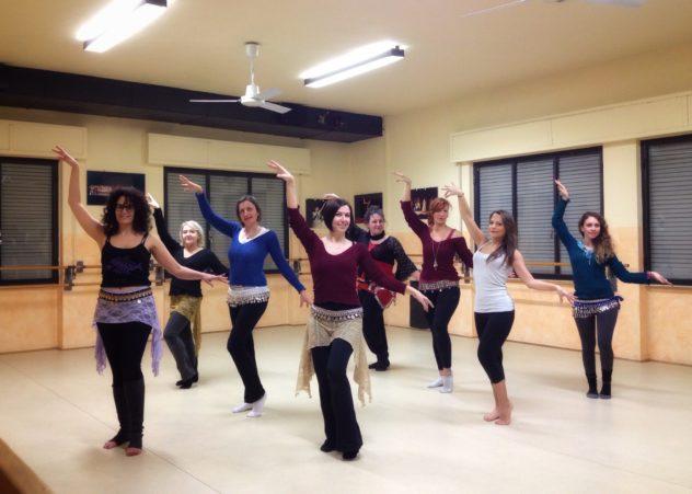 Lezione di danza orientale con Novella Bianchi